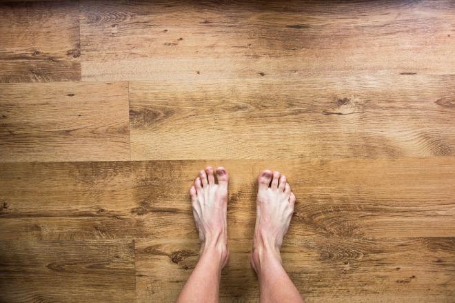 barefoot-2617757_1280
